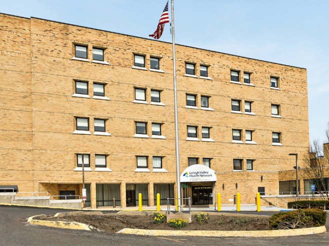 Lehigh Valley Hospital–Schuylkill E. Norwegian Street main entrance