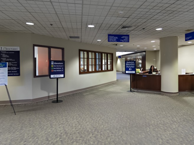 Receive directions and information from a guest services representative at the welcome desk inside our main lobby at Lehigh Valley Hospital–Schuylkill S. Jackson Street
